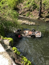 Akron Fire Pulls Car From Canal